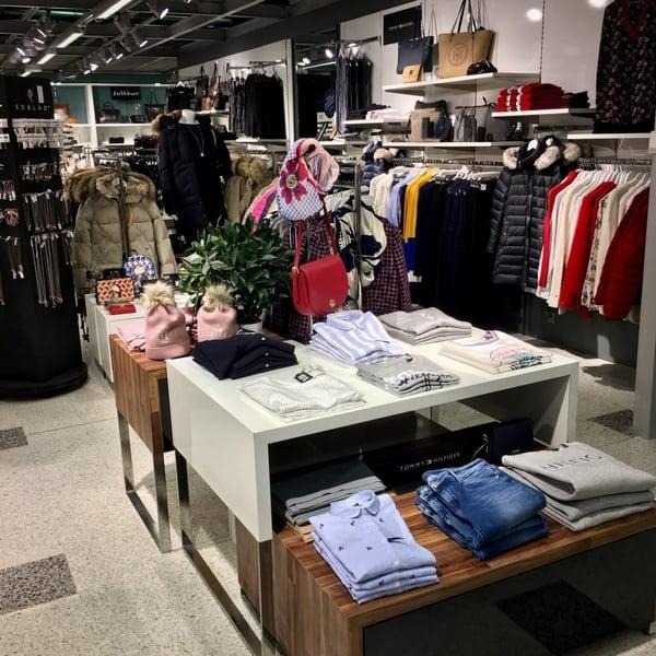 Helsinki airport clothing shop
