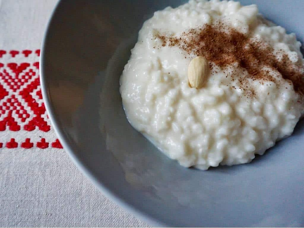 Finnish Christmas foods include rice pudding with cinnamon and hidden almond! #finnishchristmas
